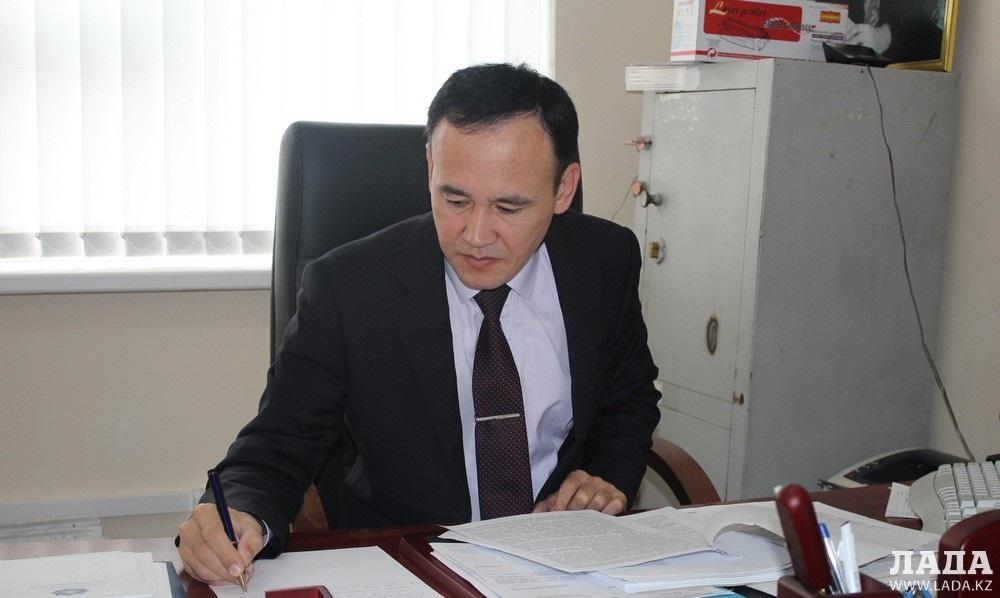 Ерлеген Мендалиев: Аким села Кызылтобе использовал служебную машину для поездок по ресторанам Актау