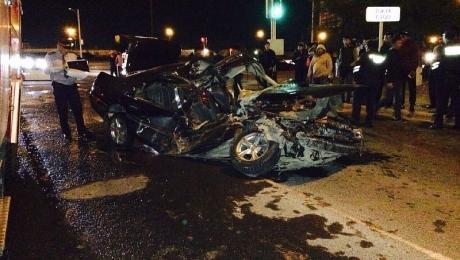 В Актау водитель «Опель Вектра» чудом остался жив при столкновении с пожарной машиной