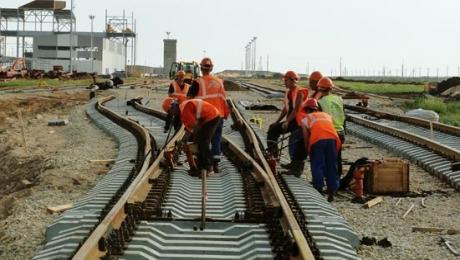 Новую железную дорогу от китайской границы до порта Актау могут построить узкоколейной