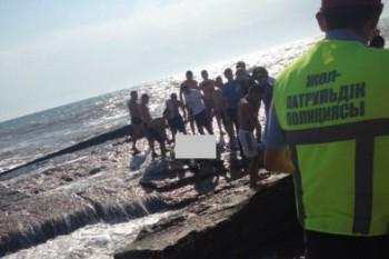 Родные утонувшего в Актау мужчины обвинили спасателей в бездействии