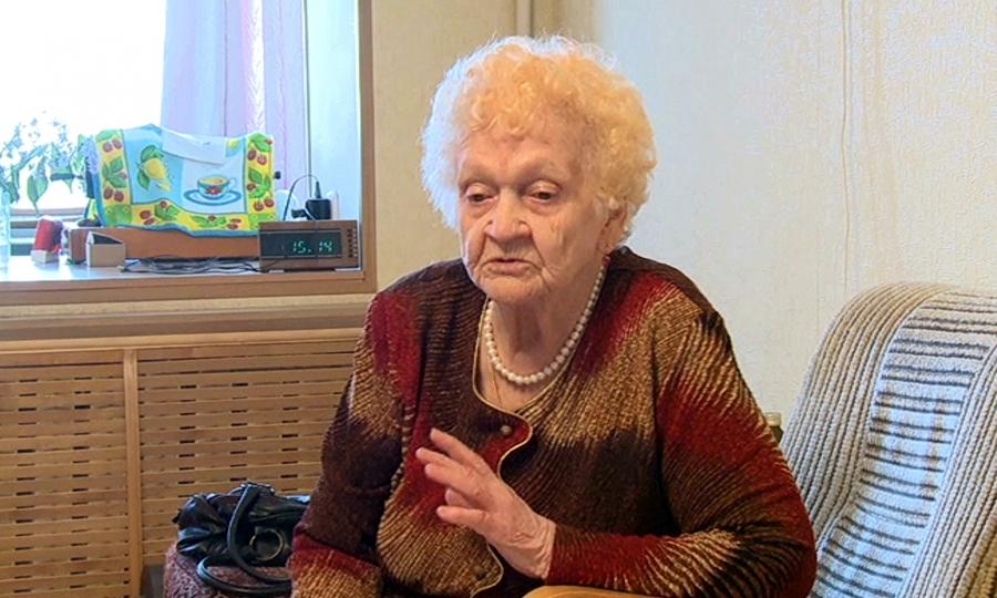 У пенсионерки Нины Устиновой сохранился выпуск «Комсомольской правды» от 1941г