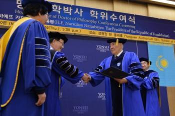 Назарбаев снова стал почетным доктором наук