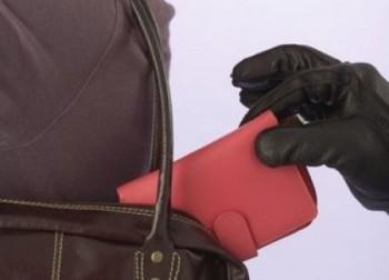 В Актау женщина отвлекла продавца и украла кошелек