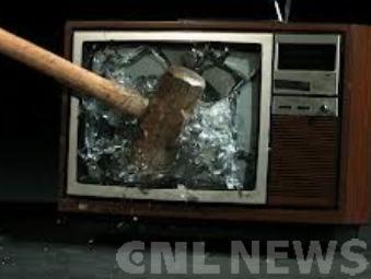 В Актауском суде рассмотрят дело мужчины, сбросившего телевизор на ребенка