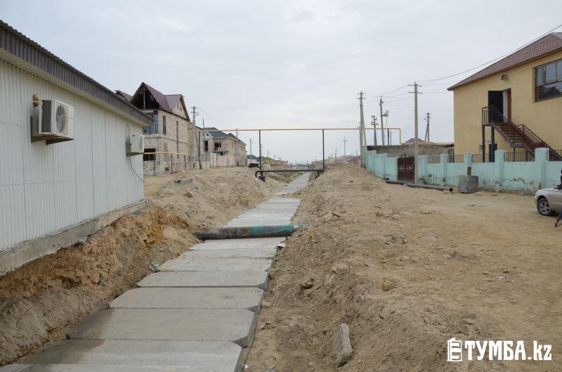 В поселке Приморский на нескольких улицах нет заездов