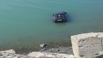 Авто упало в море в Мангистау