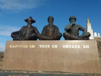 Памятник трем великим биям открыли в Мангистау