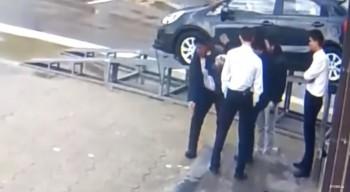 Драка у бинго-клуба в Актау попала на видео