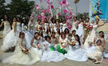 В Актау впервые прошел парад невест