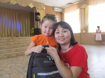 В Актау в рамках акции «Дорога в школу» помогли более 150 школьникам (ФОТО)
