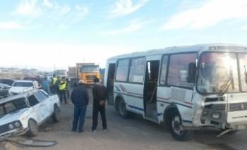 В Актау произошло массовое ДТП с участием пассажирского автобуса (ФОТО, ВИДЕО)