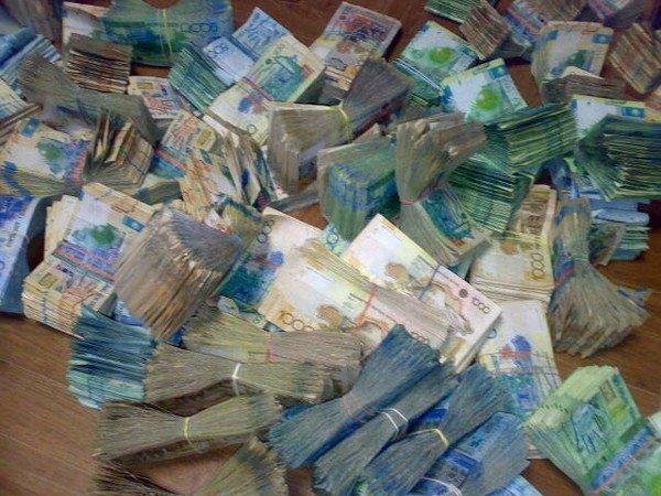 Прокуроры Актау вновь предупреждают жителей о фальшивых тенге