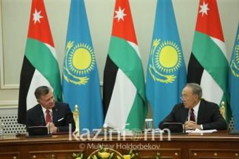 Нурсултан Назарбаев вручил премию королю Иордании