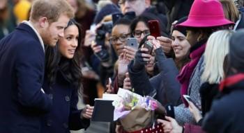 Принцу Гарри и его невесте вручили казахстанский шоколад