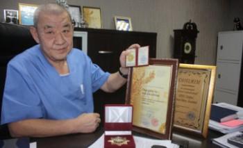 Врач из Актау получил орден «За заслуги в медицинской сфере» (ФОТО)