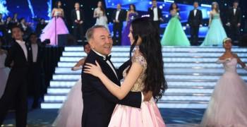 """""""Мисс Казахстан-2015"""" пригласила Назарбаева на танец"""