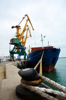 порту Актау завершается первая погрузка отечественного зерна на экспорт в Иран (ФОТО)