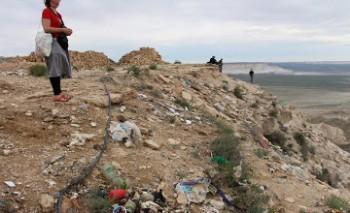 Паломники загрязнили территорию подземной мечети Бекет-ата в Мангыстау