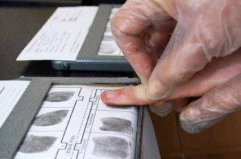 Отпечатки пальцев хотят внести в документы казахстанцев