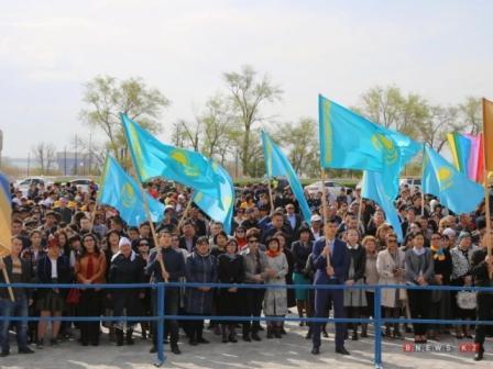 Мангистауская молодежь поздравила Президента РК с триумфальной победой