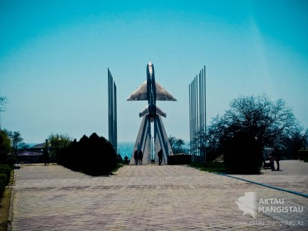 Памятник самолету МиГ-21С