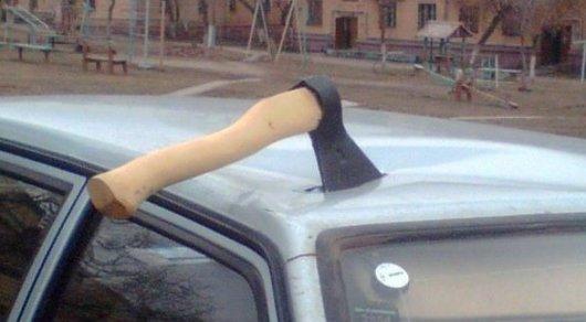 Водитель после ДТП в Актау напал на женщину с топором
