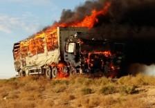 Очевидец снял на видео горящую грузовую фуру в Мангистауской области