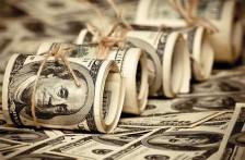 В Казахстане изменились правила установления официального курса тенге к доллару