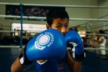 Олимпийский чемпион Серик Сапиев дал мастер-класс юным боксерам Мангыстау (ФОТО)