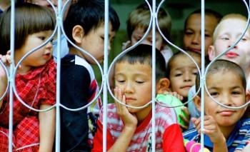 За 3 года количество детей-сирот в Мангыстауской области снизилось на треть