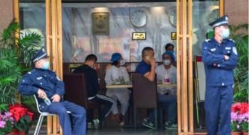 """""""Город вымер"""". Более 100 казахстанских туристов застряли на Хайнане"""