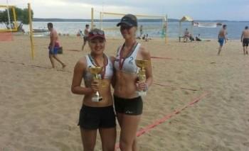 Актауские спортсменки завоевали кубок «Минского моря» на международном турнире по пляжному волейболу