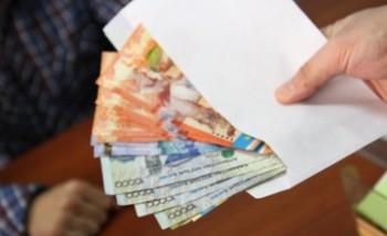 В Актау за взятку в 50 тысяч тенге задержаны 2 предпринимателя
