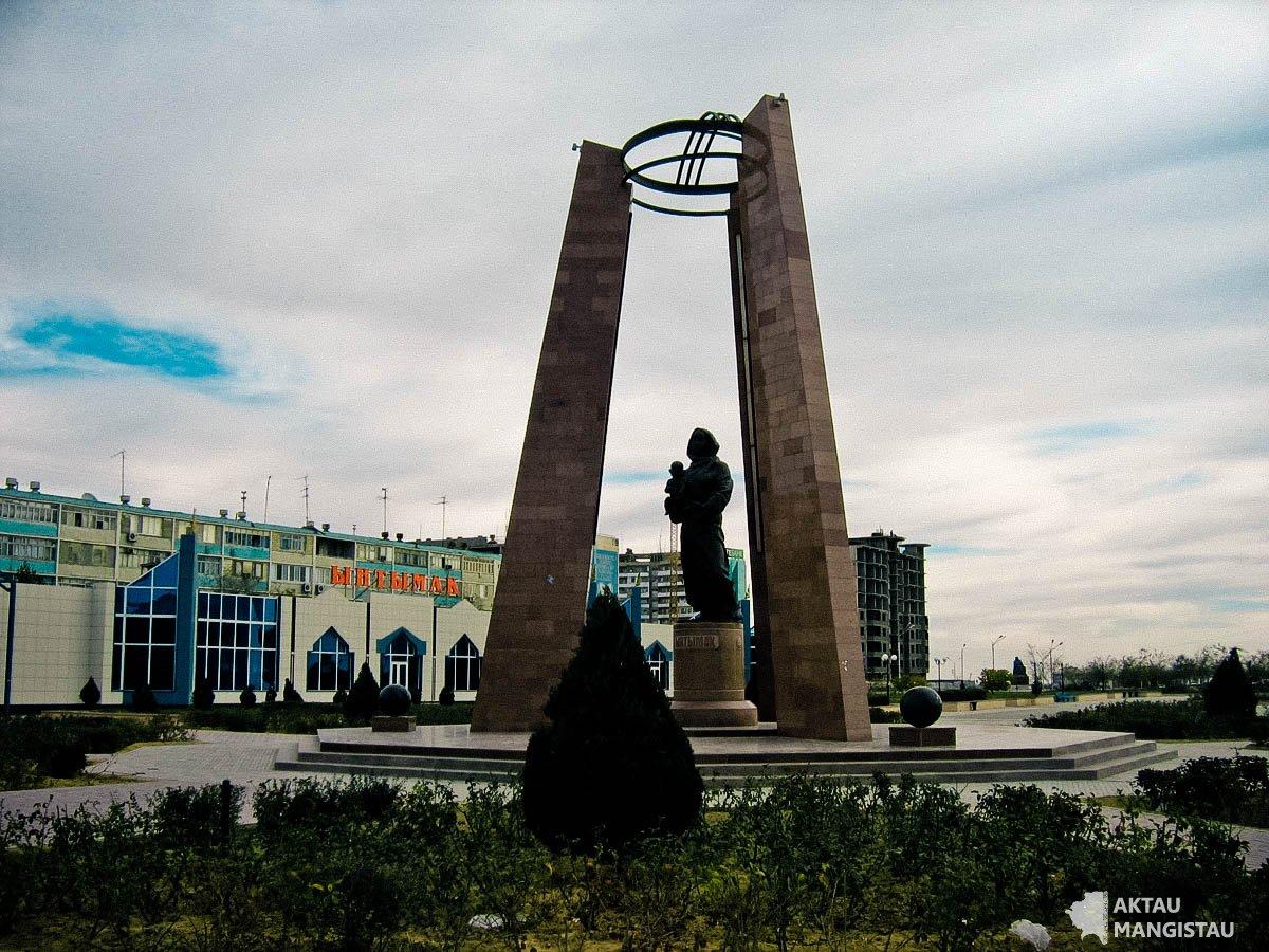"Площадь ""Ынтымак"""